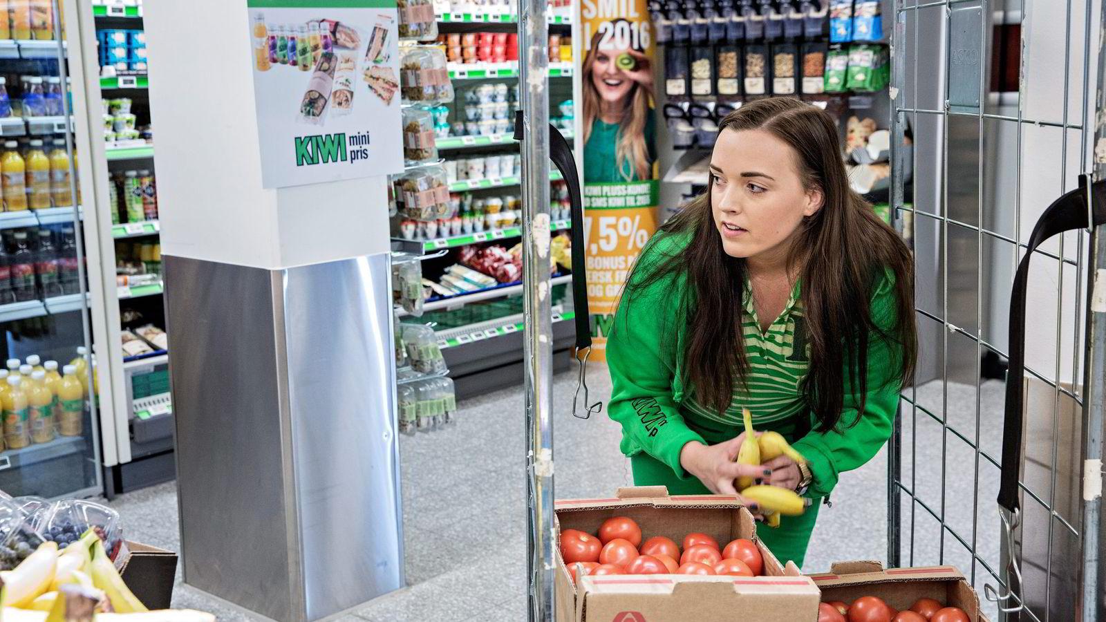 Linn Gaustadnes Hansen måtte kjempe med mange andre om butikkjobb. – Jeg tror det altfor lite deltidsjobber til unge i dag, sier hun. Foto: Aleksander Nordahl
