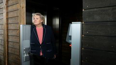 Statsminister Erna Solberg vil ha færre statlige innsigelser til lokale avgjørelser. Solberg er for tiden på valgkampturné i en rekke byer rundt i landet.