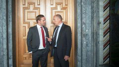 Sjefforfatter Seb Henbest (til venstre) lanserte analysebyrået BNEFs 2019-rapport i Oslo rådhus tirsdag, der det spås at 93 prosent av Europas kraftproduksjon vil være fornybar i 2050. Statkraftsjef Christian Rynning-Tønnesen mener norsk vannkraft vil spille en viktigere rolle i Europa fremover.