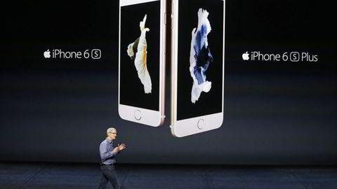 Apple-sjef Tim Cook presenterer Iphone 6s og Iphone 6s Plus for første gang, 9. september 2015 i San Francisco. Foto: NTB SCANPIX