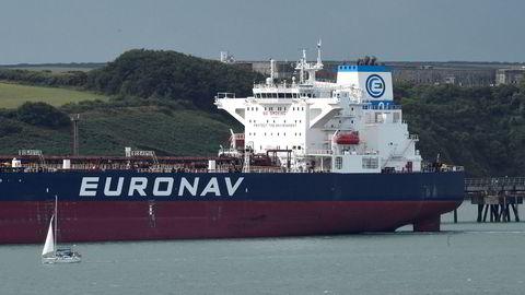 En VLCC tilhørende rederiet Euronav til kai ved Valero-oljeterminalen, Pembrokshire, Wales.