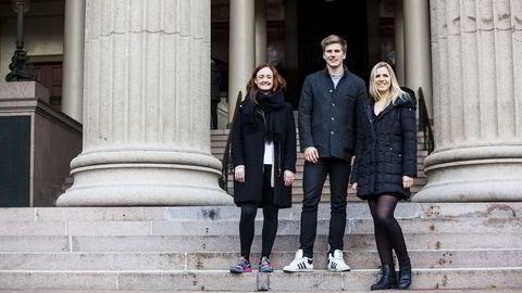 - Jussen er preget av flink pike-syndromet, sier jusstudent Vilde Kristine Dahl (22), til venstre. Her med Simon Torp (23) og Kristin Lødrup Parnemann (22). Foto: Adrian Nielsen