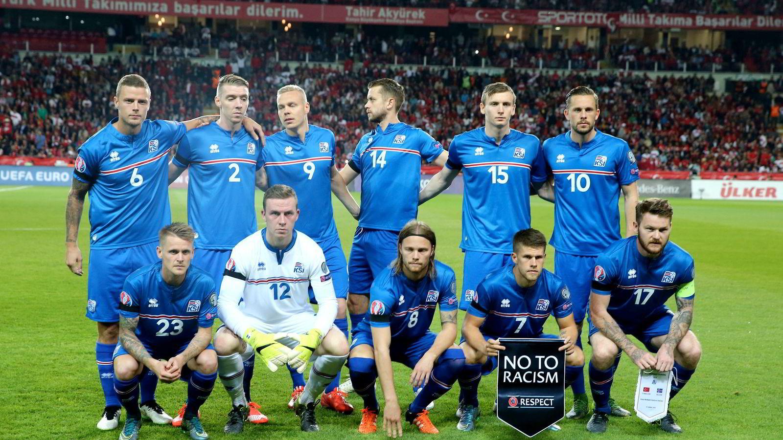 Er Norge iferd med å bli lillebror i forholdet til Island? Her det islandske landslaget som til sommeren skal til EM. AFP PHOTO/ STRINGER