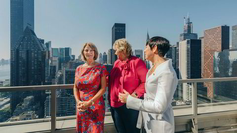 Norges FN-ambassadør Mona Juul tok søndag imot statsminister Erna Solberg og utenriksminister Ine Marie Eriksen Søreide på terrassen til ambassadørens representasjonsbolig på Manhattan i New York.