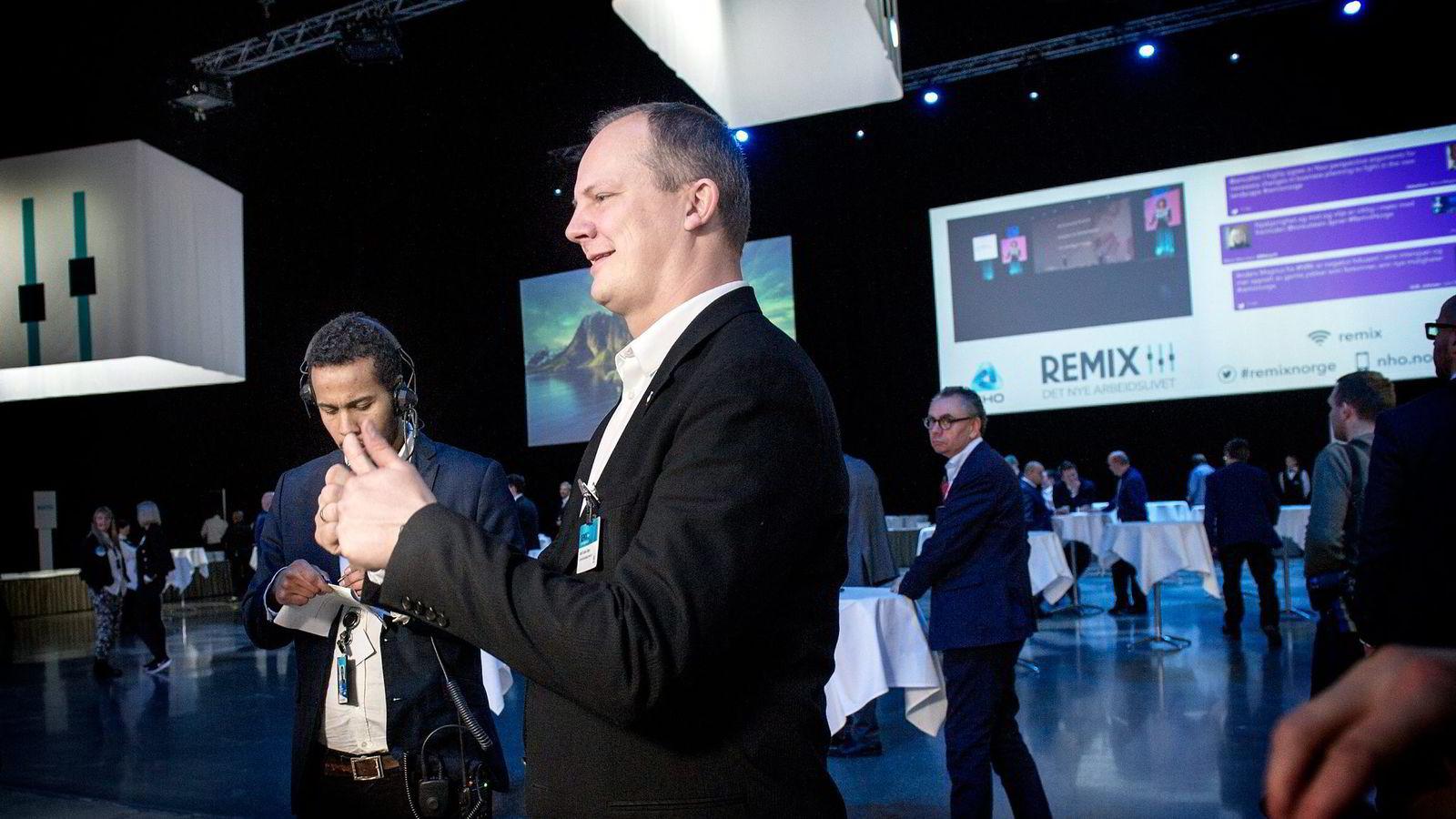 Samferdselsminister Ketil Solvik-Olsen (Frp) tror førerløse biler kan komme innen fem til ti år.