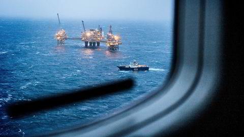 Statoil-aksjen falt 2,1 prosent og bidro dermed betydelig til hovedindeksens fall på 1,4 prosent til 581,8 poeng. Bildet viser Oseberg feltsenter. Foto: Gunnar Blöndal