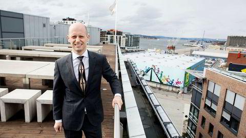 Øystein Børsum er sjefstrateg i Swedbank, og ser tre hovedårsaker til at kronen har styrket seg gjennom hele september.