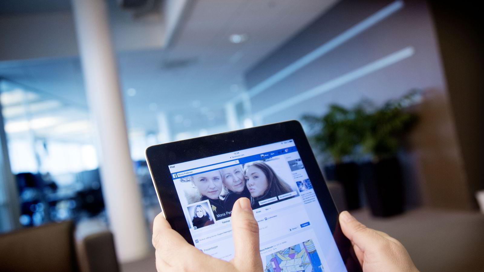 97 prosent av norske kvinner i alderen mellom 18 og 29 år har en Facebook-konto.