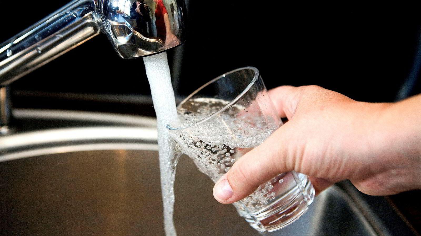 Vannet du drikker kan inneholde uønskede stoffer, skriver innleggsforfatteren.