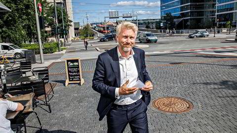 TV 2-sjef Olav Sandnes utenfor TV 2s lokaler i Bjørvika.