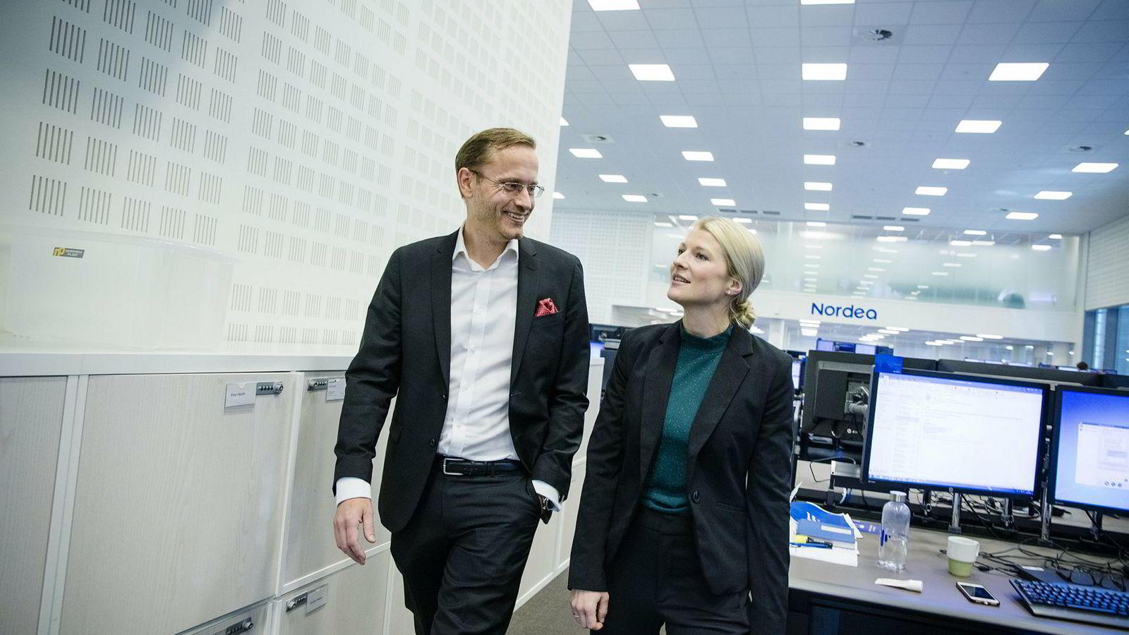 Seniorstrateg Sigrid Wilter Slørstad i Nordea Markets ser mulige positive effekter av våpenhvilen mellom Kina og USA – på kort sikt. Her er hun sammen med administrerende direktør Snorre Storset i Nordea.