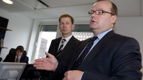 Tidligere toppsjef Hreidar Mar Sigurdsson (t.v) og styreleder Sigurdur Einarsson i Kaupthing. Her under et besøk til bankens daværende Oslo-kontor og Norgessjef Jan Petter Sissener (bak) i 2007