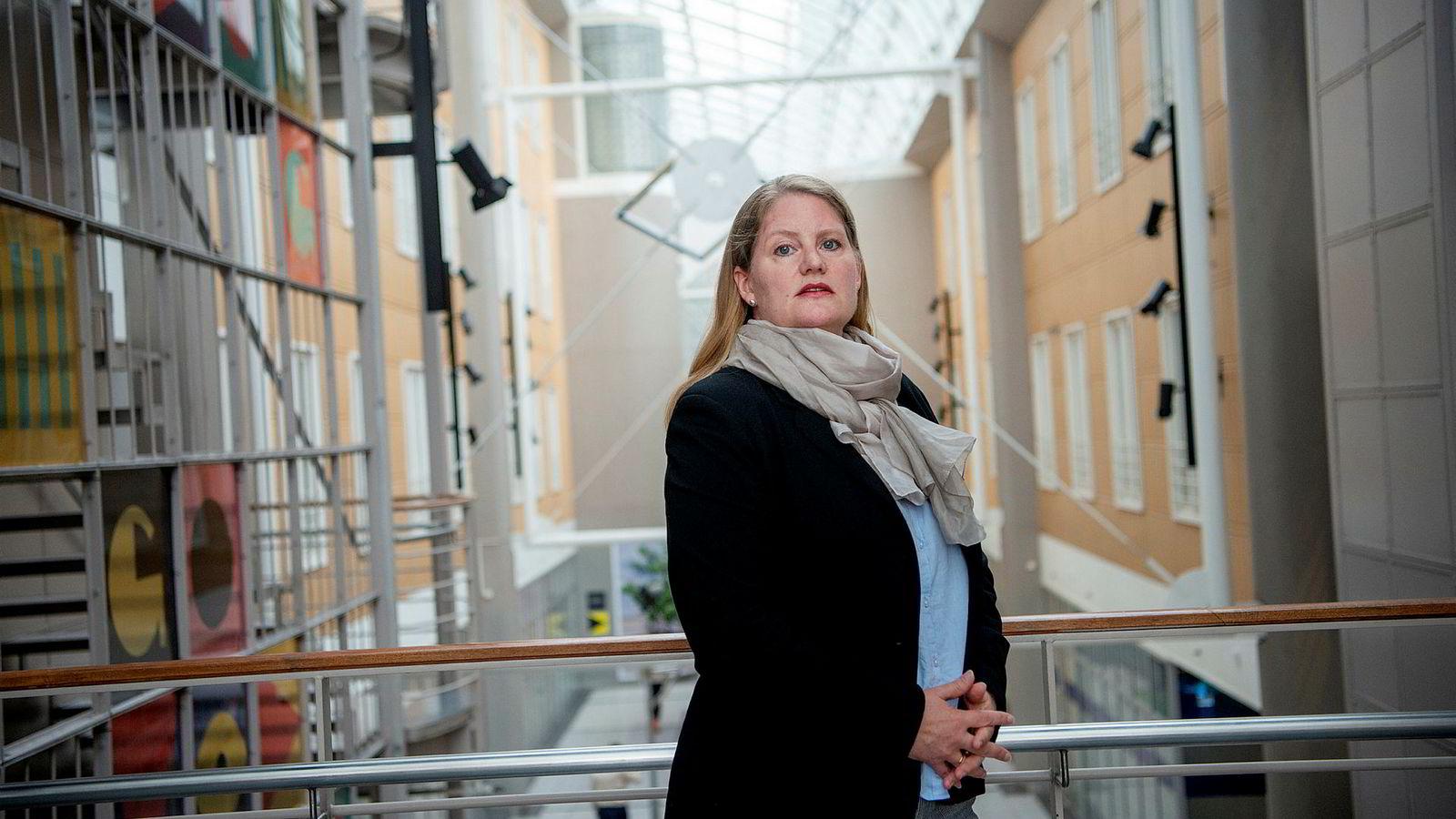 Tono, ved avdelingsdirektør Inger Elise Mey, tar radiokanalen Hallo Ski til retten. Medietilsynet ga i april den samme kanalen en bot på 500.000 kroner.