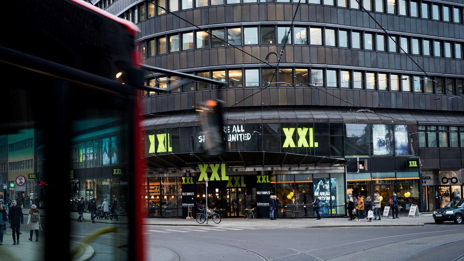 XXL-aksjen har halvert seg i år. Her er sportskjedens butikk i Oslo sentrum.