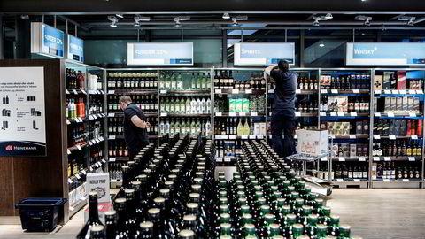 DN har på lederplass argumentert for å fjerne taxfree for ikke å gi billig alkohol i premie til folk som flyr, og i stedet senke alkoholavgiftene innenlands tilsvarende. Her fra taxfreebutikken på Gardermoen.