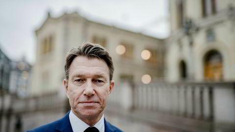 Næringspolitisk talsmann Terje Aasland i Arbeiderpartiet er blitt bekymret for nye regler for skattlegging av flybonus, mens partiet hans støttet endringen i juni.
