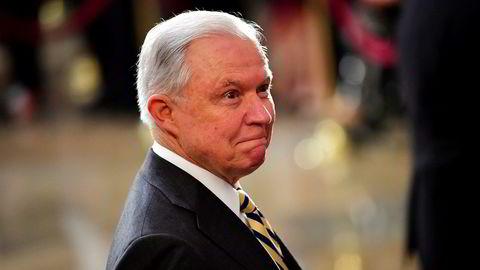 Justisminister i USA, Jeff Sessions varsler granskning av nettgiganter.