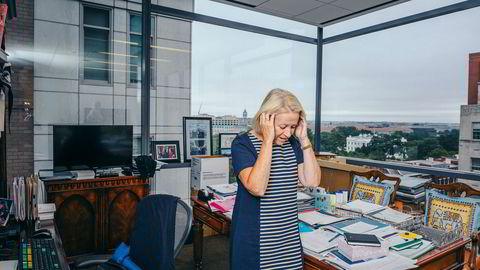 Midt under finanskrisen fikk Mary Schapiro topplederjobben i det amerikanske finanstilsynet, SEC, og bidro til strengere regulering av banker og meglerhus på Wall Street. I dag jobber hun i rådgivningsselskapet Promontery i Washington, D.C., og fra kontoret har hun utsikt til Det hvite hus. Hun reagerer kraftig på dereguleringene i finansmarkedet.