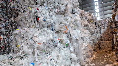 80 prosent av all plast i verden havner på fyllinger eller i havet. Her fra Norsk Gjenvinnings anlegg på Haraldrud.