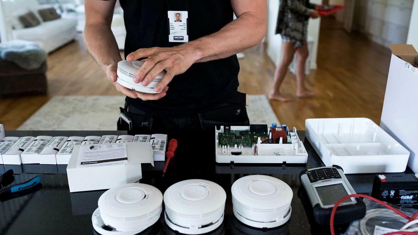Konkurransetilsynet varslet mandag om enorme gebyrer til Verisure og Sector Alarm for ulovlig samarbeid og fordeling av kunder. Begge selskapene bestrider å ha drevet ulovlig samarbeid.