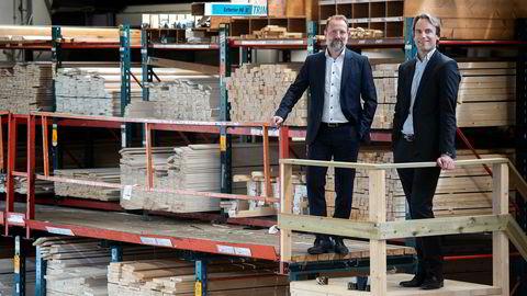 Fra før eier Ferd-selskapet Mestergruppen kjeden XL-bygg i Norge, men nå kommer de også inn som største eier av XL-bygg i Sverige. Her er kategoridirektør Tore Aasen (til venstre) og strategidirektør Håkon G. Kristiansen på byggevarehuset på Vøyenenga i Bærum.