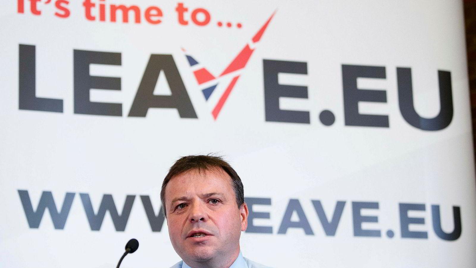 Forretningsmannen Arron Banks etterforskes for ulovlig finansiering av brexit-kampanjen.