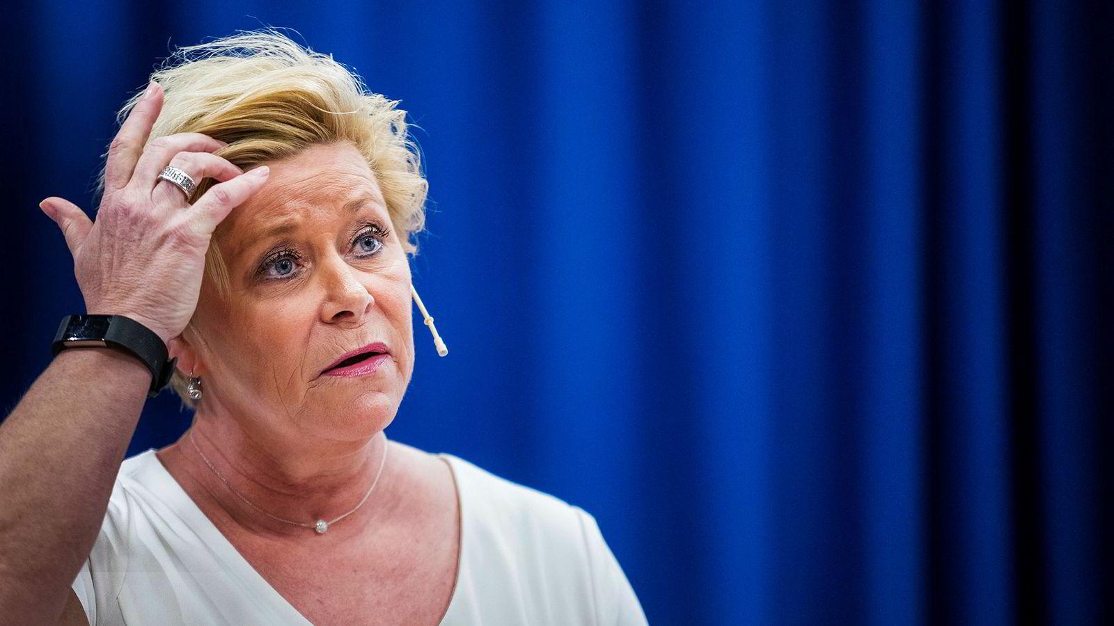 Frp-leder Siv Jensen vil bruke mer statlige penger for at bilistene skal betale mindre. Partiet har ikke sagt noe om hva det vil gå utover.