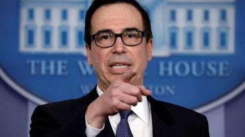 USAs finansminister Steven Mnuchin under en pressekonferanse i Det hvite hus mandag.