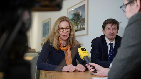 Swedbanks toppsjef Birgitte Bonnesen og styreformann Lars Idermark. De måtte begge trekke seg nylig på grunn av hvitvaskingskandalen.