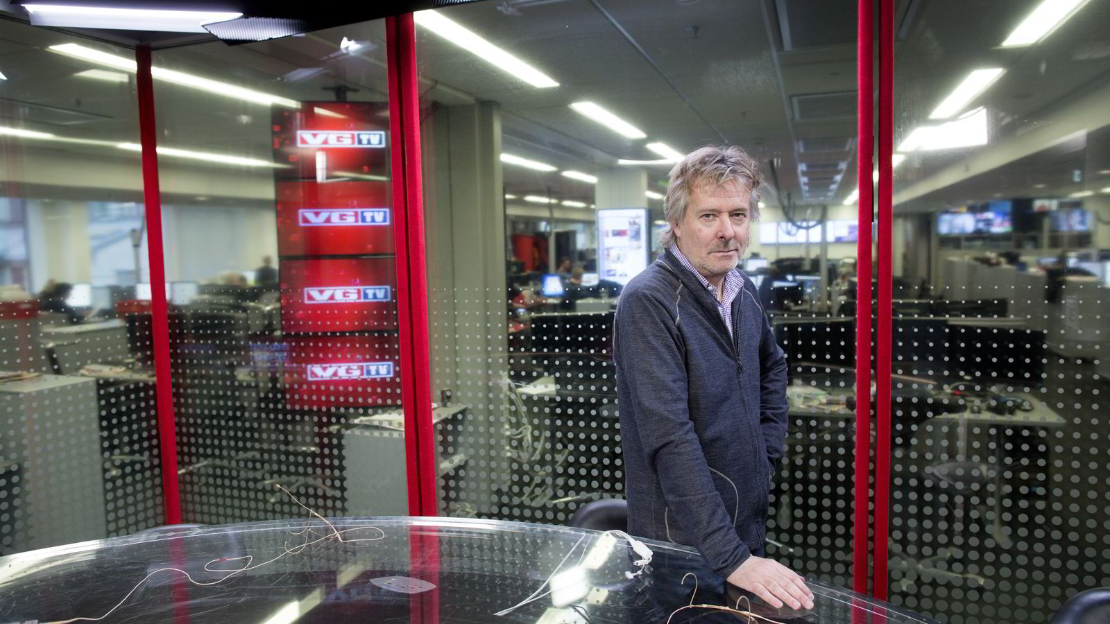 VG-sjef Torry Pedersen krymper staben. Foto: