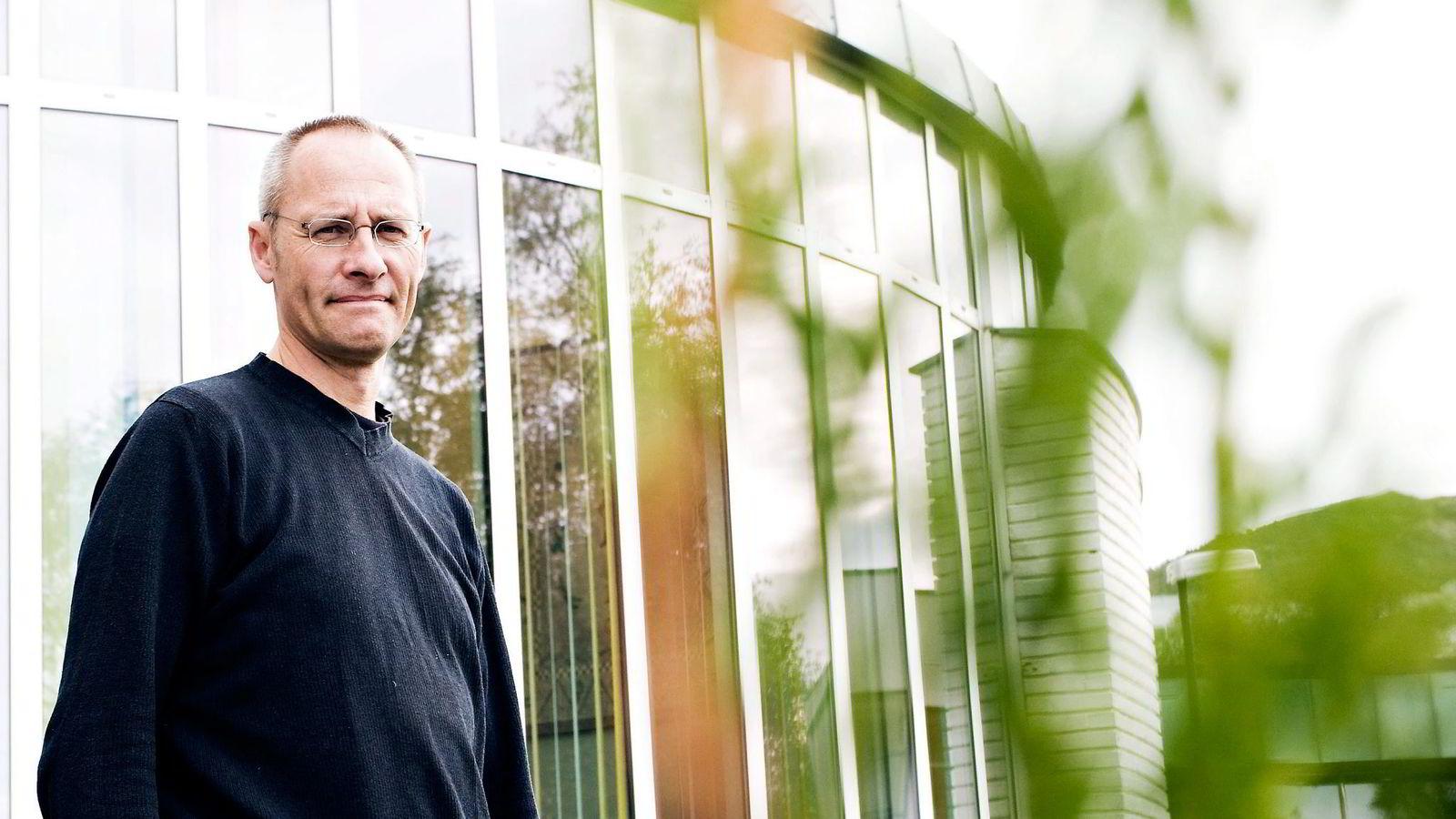 NHH-professor, Guttorm Schjelderup mener overskuddsflytting kan være en metode for å slippe unna skatt hos konsulentselskapene. Han tror lavere selskapsskatt vil redusere problemet. Foto: