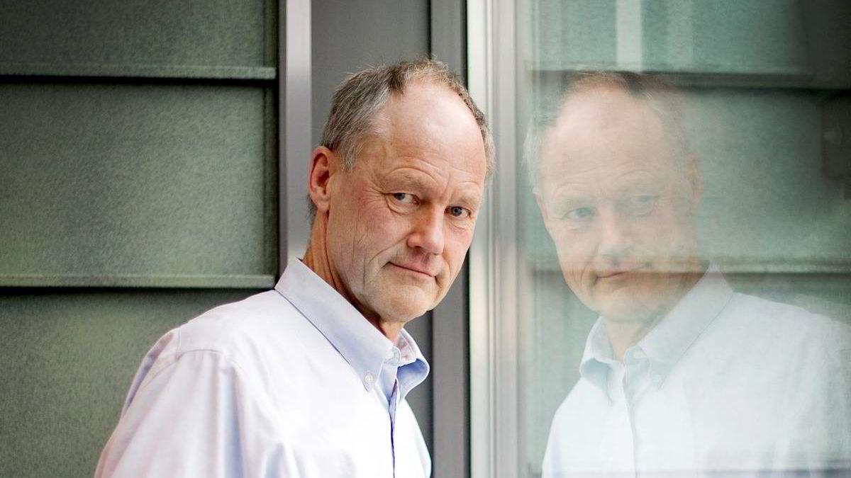 STORE MØRKETALL: Professor Petter Gottschalk mener det er store mørketall på hvitsnippkriminalitet i Norge.