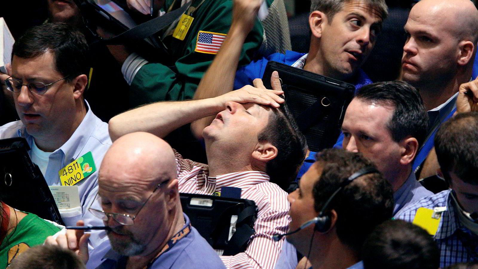 Det er ikke et jubileum som forbigås i stillhet. De siste dagene har finans- og næringslivsaviser i inn- og utland vært fulle av stoff om de dramatiske døgnene da kongene på Wall Street plutselig befant seg på fortauet med pappesker i armene og et vantro uttrykk i fjeset: Hvordan kunne dette skje?