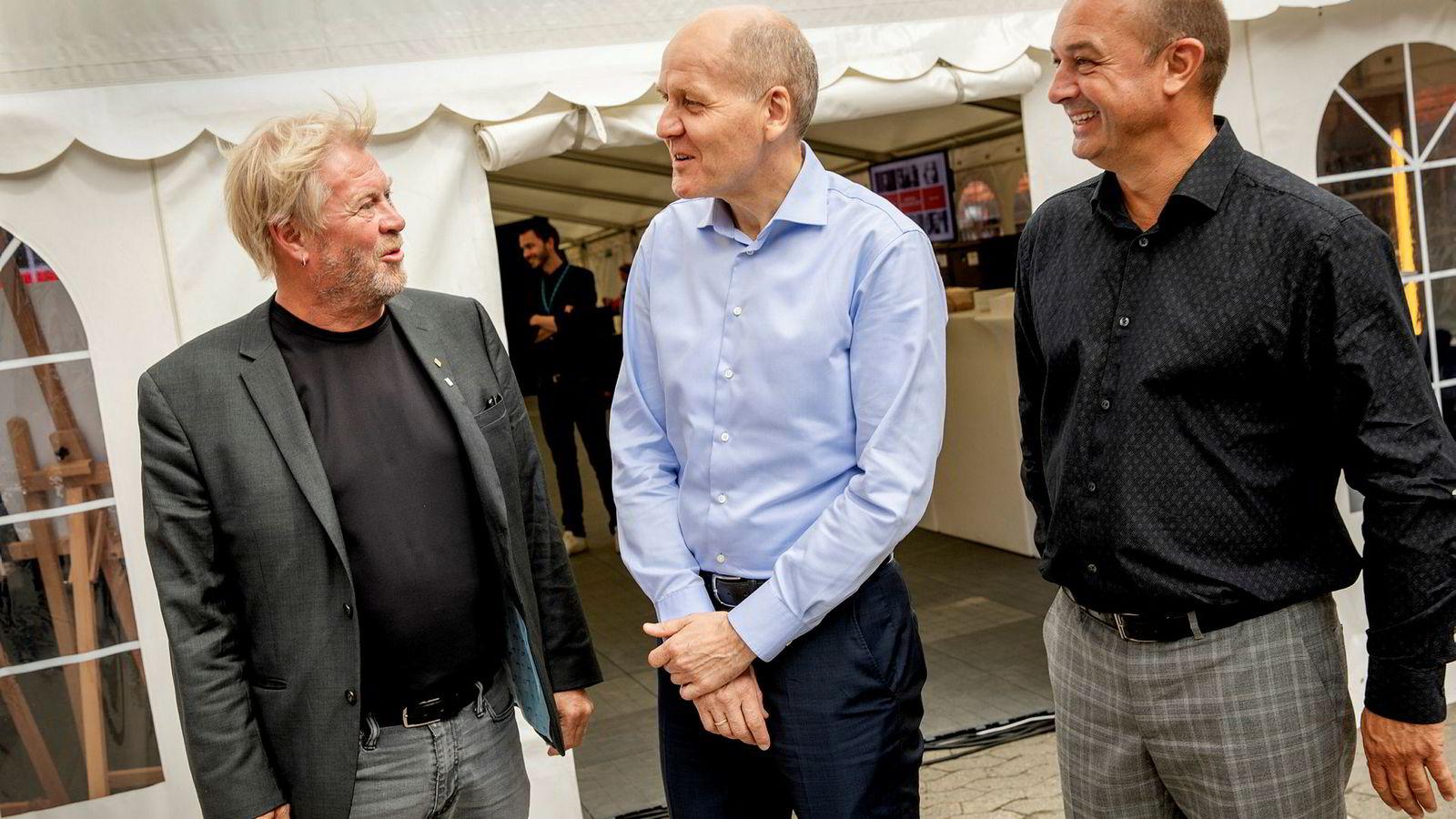 Fra venstre: Professor og leder for NTNU Digital Torbjørn Svendsen ved NTNU, konsernsjef Sigve Brekke i Telenor og prorektor Kenneth Fjell ved NHH.
