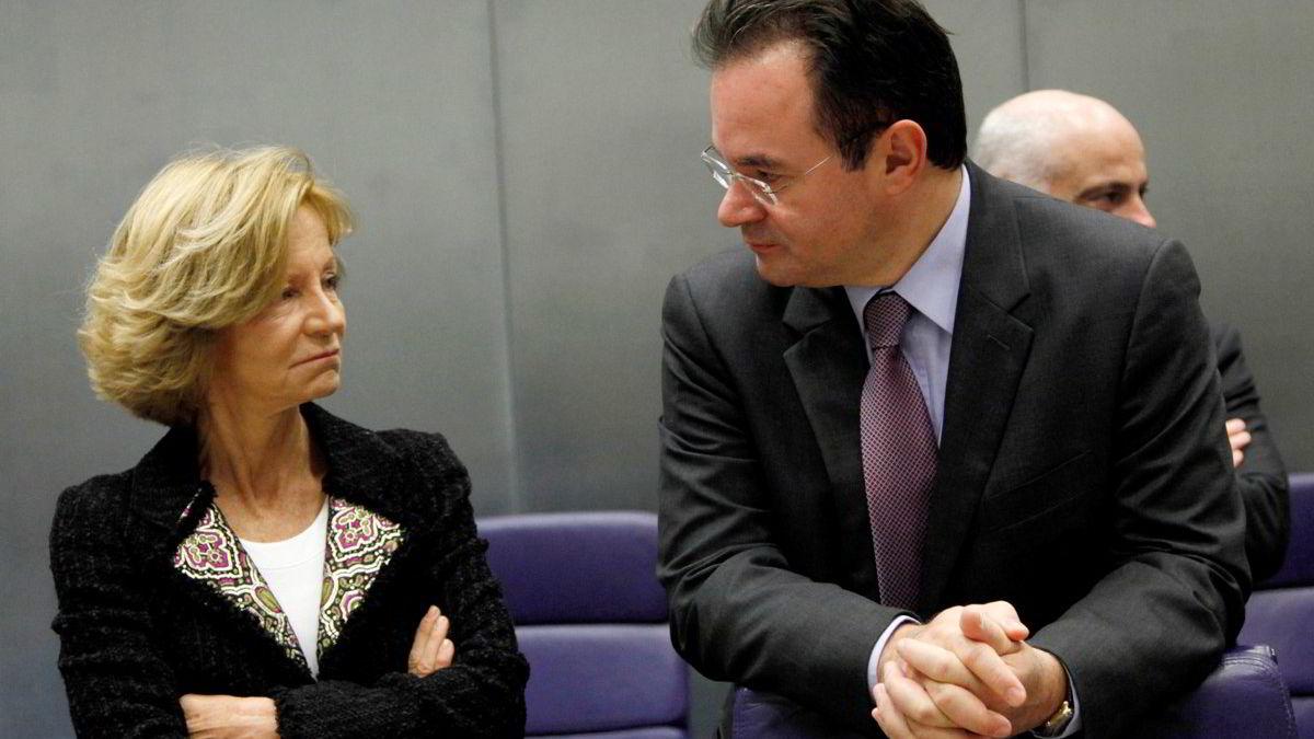 Spanias finansminister Elena Salgado og Hellas' finansminister George Papaconstantinou har begge opplevd at deres respektive lands lånekostnader har steget ytterligere denne uken. Bildet er fra et EU-møte i oktober.