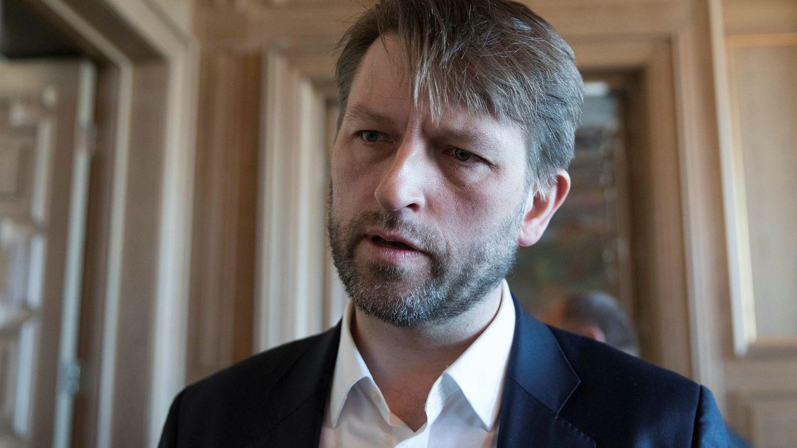 Eirik Lae Solberg (H) mener byrådet setter den tverrpolitiske enigheten om Oslopakke 3 i fare når de ikke i handlingsprogrammet ikke igangsetter finansieringen og byggingen av Røatunnelen innen 2020.