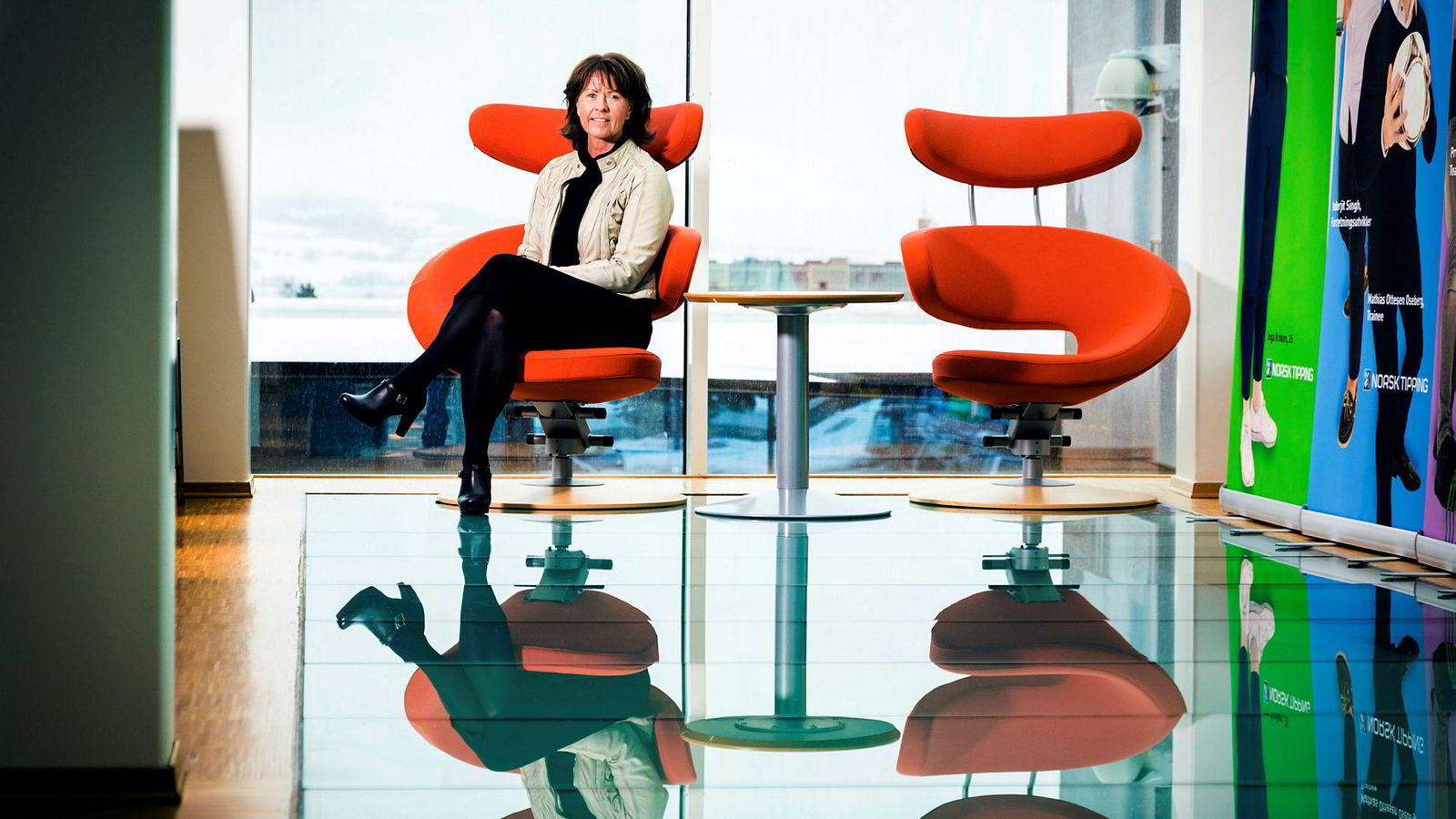 Administrerende direktør i Norsk Tipping, Åsne Havnelid, er ganske alene som kvinne på toppen hos de største norske selskapene. Det skyldes tradisjonelle valg hos selskaper og styrer, mener hun.