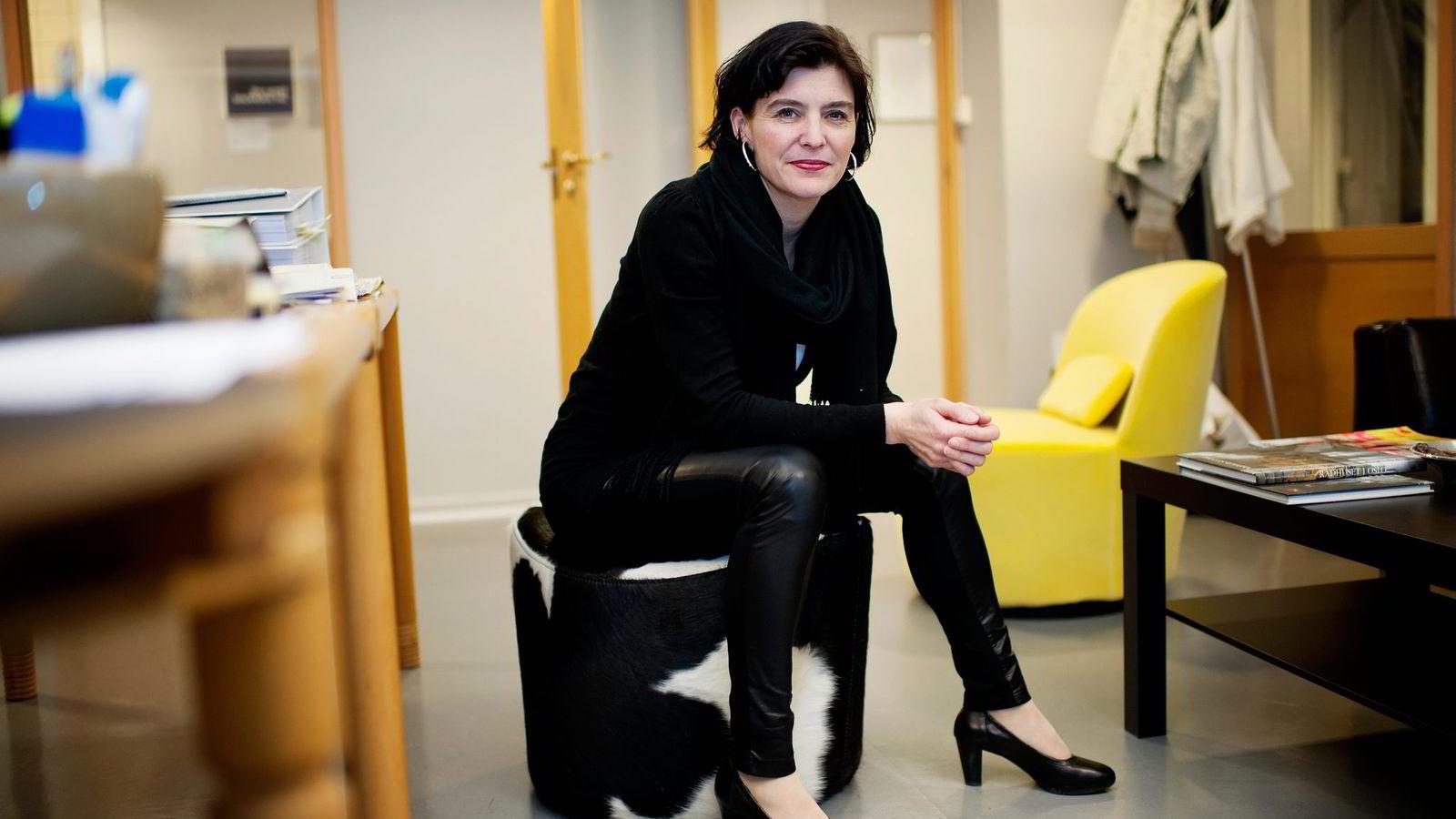 Generalsekretær Kjersti Løken Stavrum i Norsk Presseforbund mener kritikken mot Stormark viser hvor fort man mistenkeliggjør innhold som har en nær forbindelse med den som har betalt for innholdet.