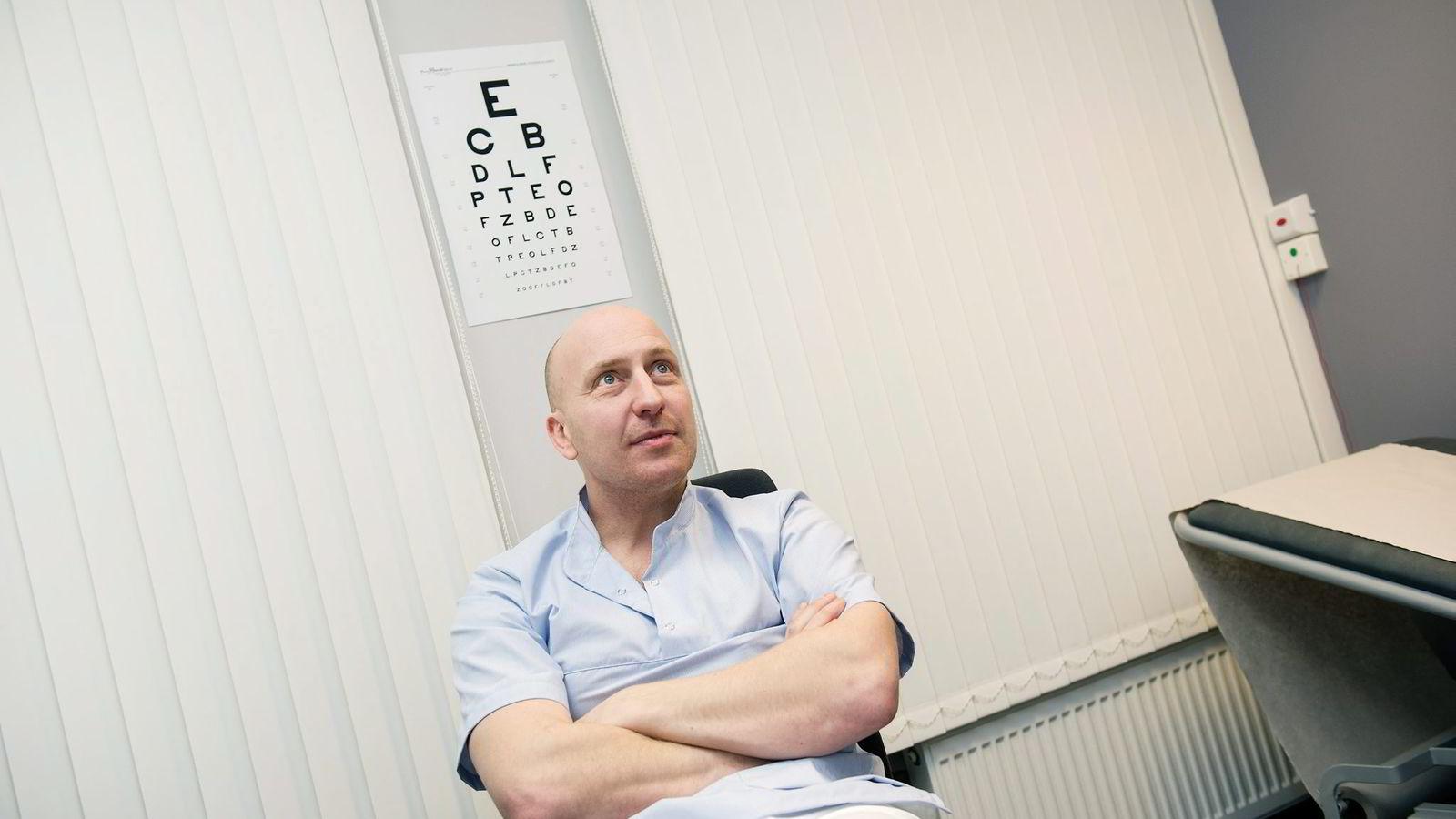 Lege Tobias Skylstad Kvernebo ved Volvat Medisinske Senter sier han har sett pasientgruppen «utbrente små voksne» øke de siste årene.