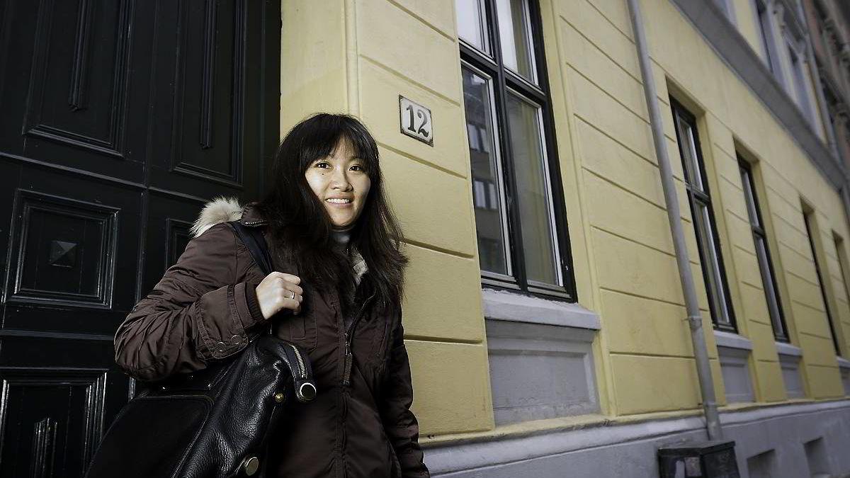 Liv Bjørkgård sparer til pensjonen ved å beholde leiligheten i bygården bak henne og leie den ut når hun og mannen kjøper seg større leilighet.