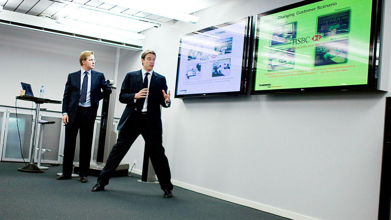 Odd Johnny Winge (til venstre) og Fredrik Halvorsen gjorde suksess i videokonferanseselskapet Tandberg og Acano sammen med Geir Olsen. Nå skiller de tre lag. Her fra en presentasjon hos Tandberg i 2007.