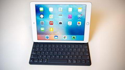 Apples Ipad Pro 9,7 er først og fremst beregnet på profesjonelle brukere. Med tastatur og penn koster billigste modell nesten 10.000 kroner. Foto: Elin Høyland
