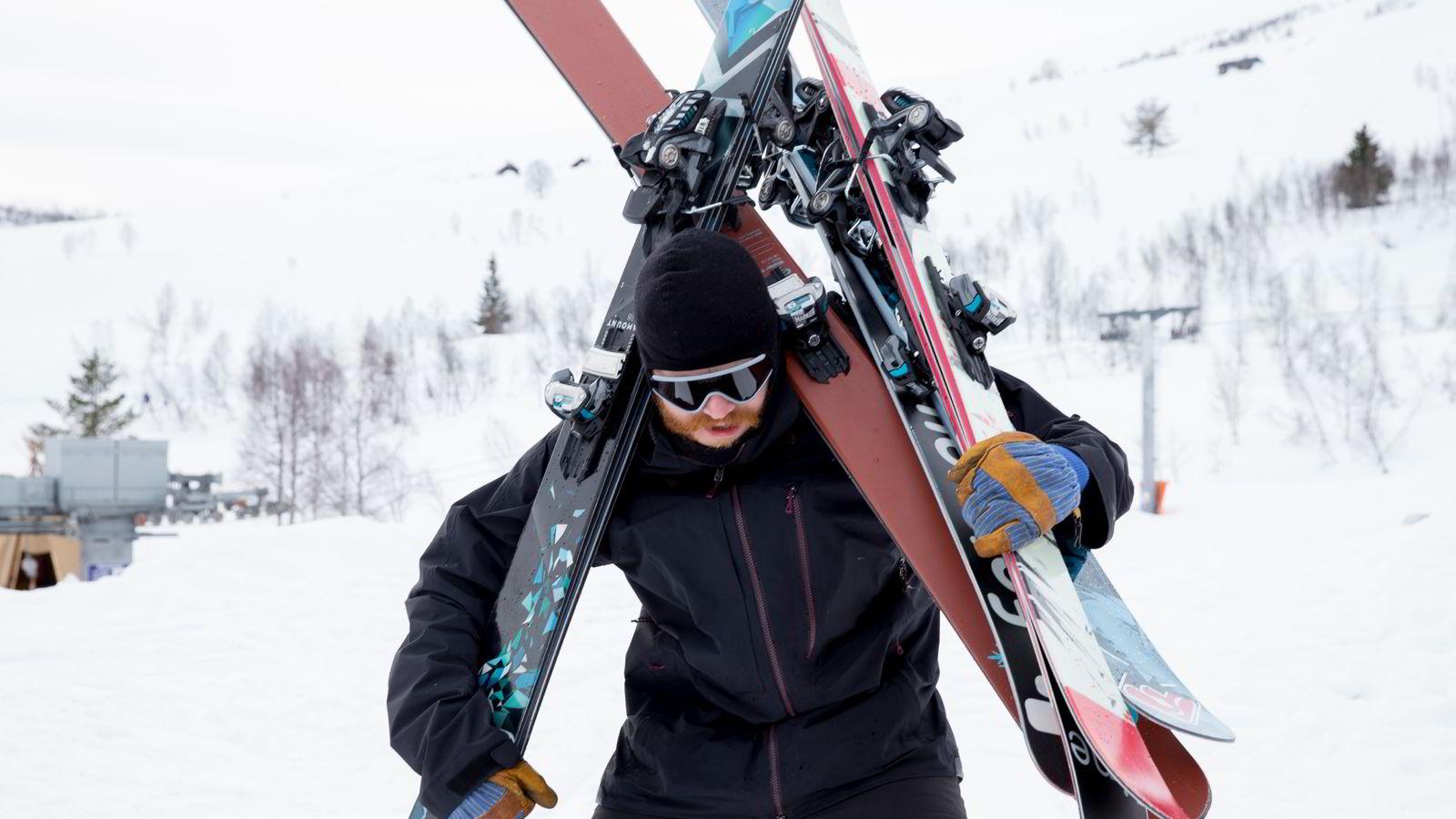 Hans Petter Hval og resten av Fri Flyt-redaksjonen tester hvert år over 100 par alpinski.