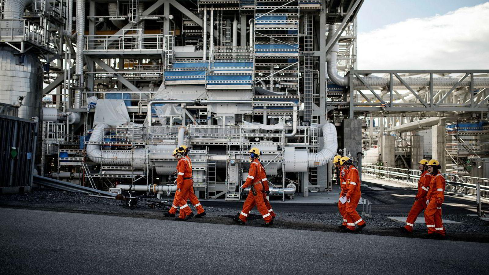 Beerenberg oppdaget sprekker i toppstrøket fra Jotun på brannisolasjon levert til Shells gassanlegg på Nyhamna utenfor Molde.