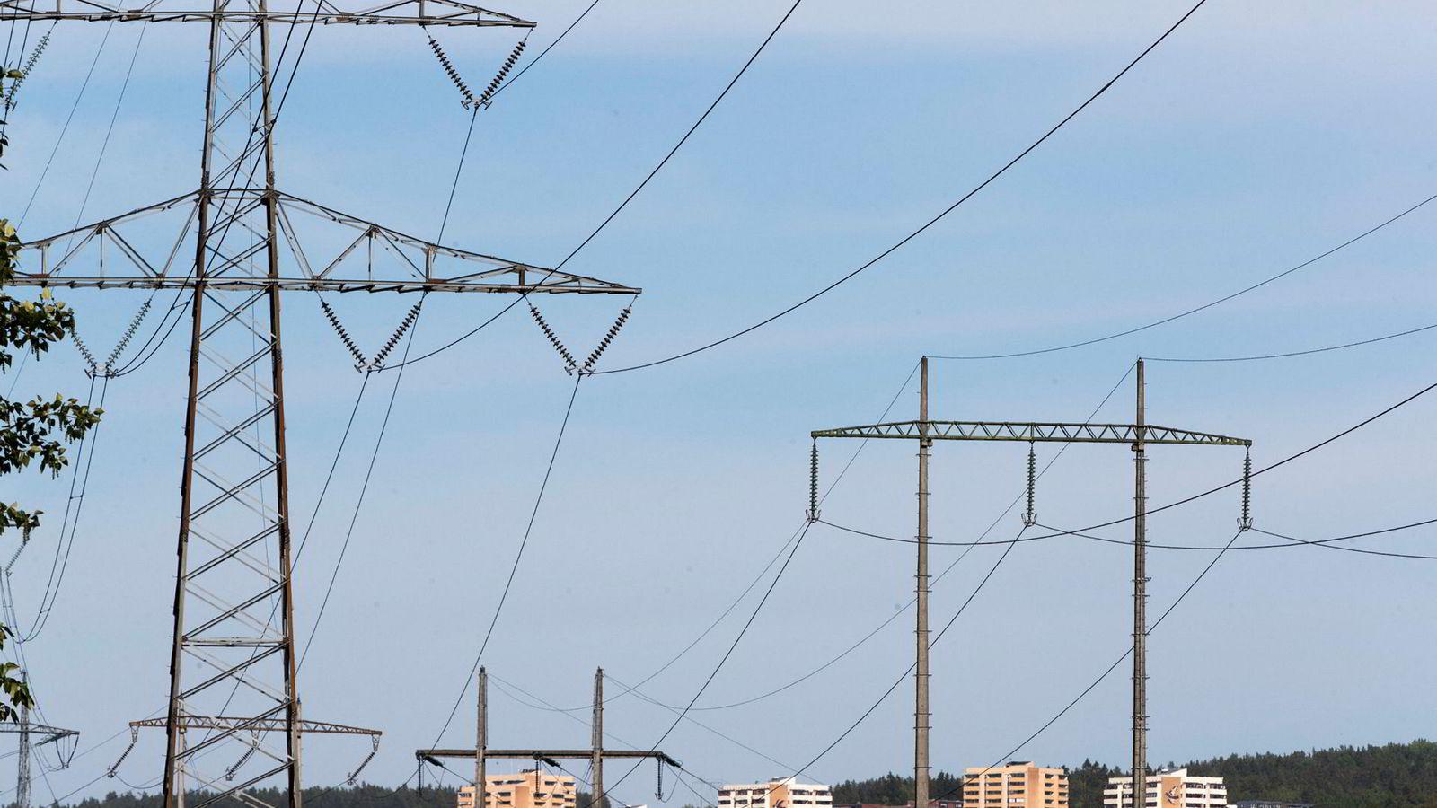 NVE vurderer nye krav for å lettere skille aktørene i kraftmarkedet.