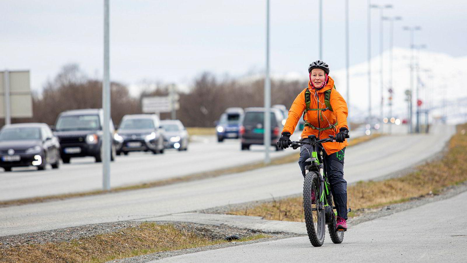 Ordfører i Tromsø, Kristin Røymo (Ap), venter på at staten skal innføre bompenger for å fjerne bilkøer i Tromsø