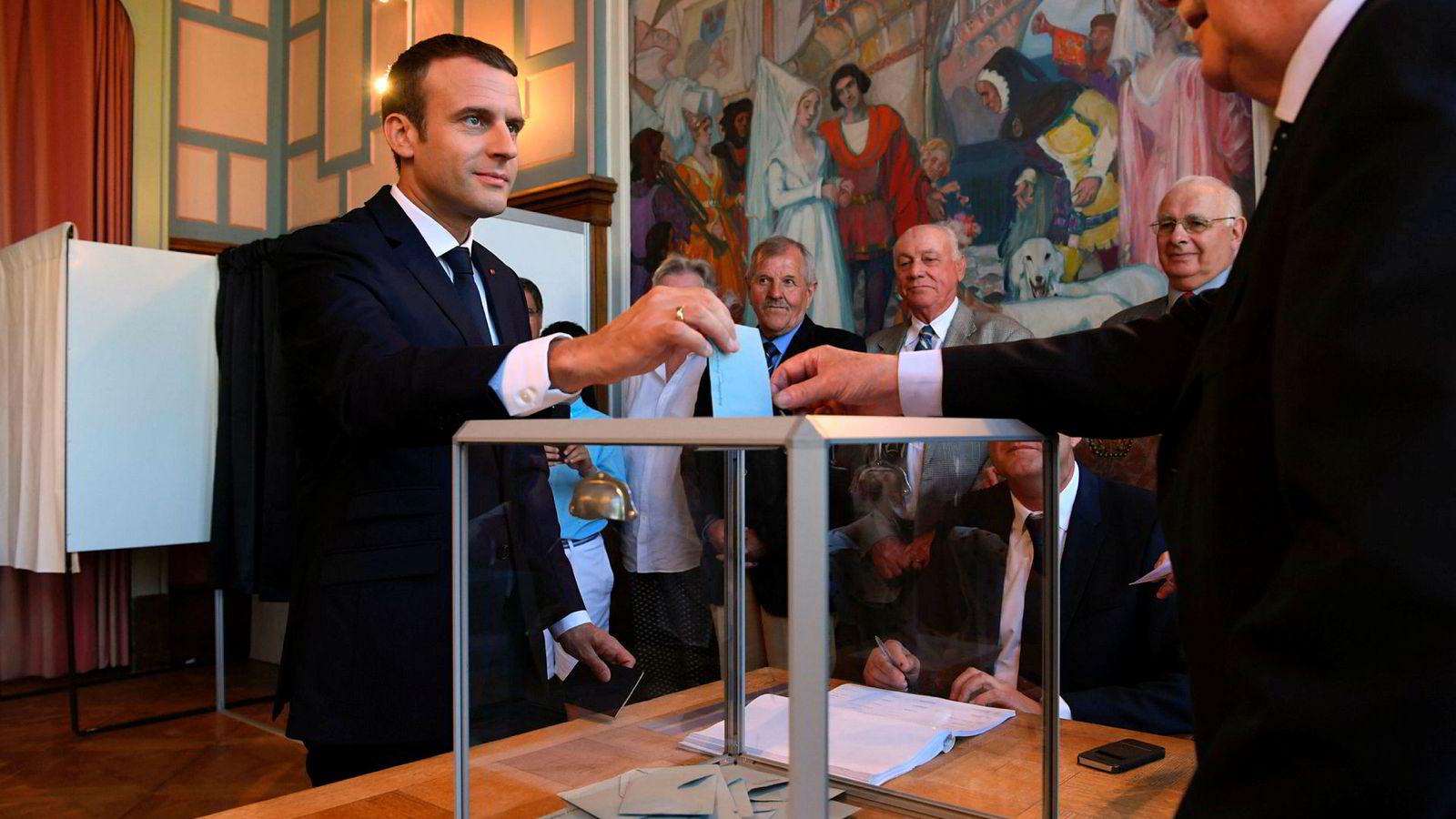 Frankrikes president Emmanuel Macron avla søndag sin stemme i Le Touquet, Frankrike, i det franske valget.