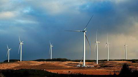 De som bor i lokalsamfunn der det bygges vindkraft, vil bli hørt og tatt på alvor, og de vil sitte igjen med noe. Hva kraften skal brukes til og hvem som eier den, er viktig og ofte avgjørende for hva folk mener.