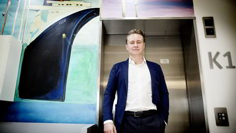 Administrerende direktør Kristian Monsen Røkke i Akastor legger frem tredjekvartalstall for 2016 på Felix på Aker Brygge. Foto: Ida von Hanno Bast