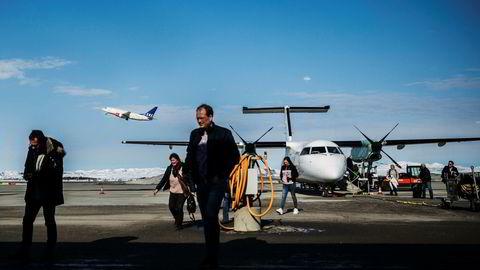 Widerøe mener en foreslått endring i flypassasjeravgiften ikke gjør nok for å sikre rutetilbudet i distriktene. Her fra Kirkenes lufthavn i Finnmark.